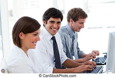 positivo, pessoas negócio, trabalhar, computadores