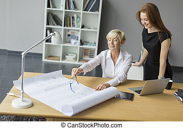 postup úřadovna, ženy