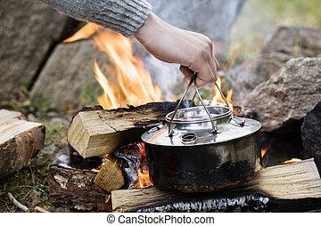 pot, cuisine, possession main, sur, feu