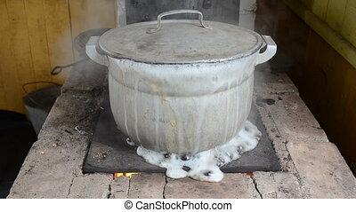 pot water boil flow fast