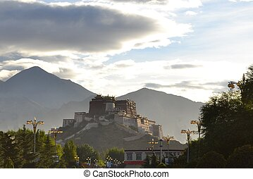 Buddhist monastery Potala Palace, former seat of his holiness Dalai Lama in Lhasa, Tibet