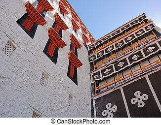 Potala palace - Endless knot and windows in row, Potala...