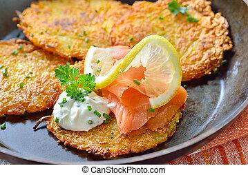 Potato pancakes with salmon - Crunchy potato pancakes with ...
