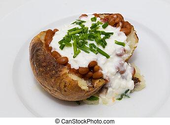 potatoe, cebolinhas, queijo, cabana, feijões, assado