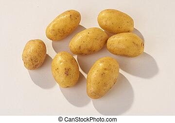 many Potates on white Background - viele Kartoffeln vor weissem Hintergrund