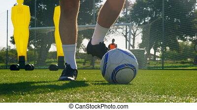 poteau but football, pour, joueur boule, donner coup pied, ...