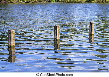poteaux, dans, eau