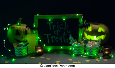 potirons, bonbons, halloween, décorations