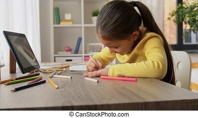 potloden, meisje, kleuren, tekening, weinig; niet zo(veel), thuis