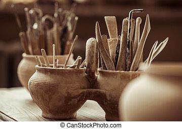 pottemagerværksted, børster, oppe, kummer, maling, lukke, tabel, redskaberne