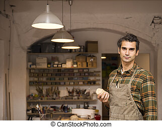 pottemagerværksted, unge, værksted, poser, pæn, mand