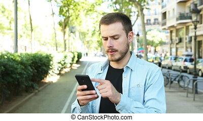 pouce, bas, téléphone, usages, mécontent, homme