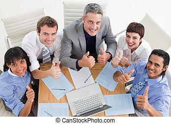 pouces, équipe, business, gai, haut haut, angle