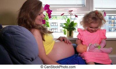 poupée, bébé, mère, jouet, jeu, enfantqui commence à marcher, fille