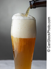 pouring a bavarian wheat beer