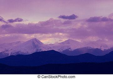 pourpre, montagnes