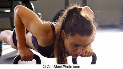 pousées, 4k, femme, fitness, studio