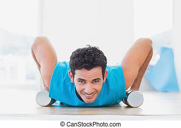 poussée, augmente, homme, dumbbells, fitness, studio