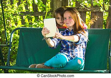 pousse, tablette, selfie, jeune, pc, park., soeurs