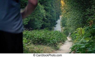 poussiéreux, sentier, faire du jogging, forêt, homme