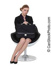 poważny, kobieta interesu, posiedzenie, z, niejaki, aktówka