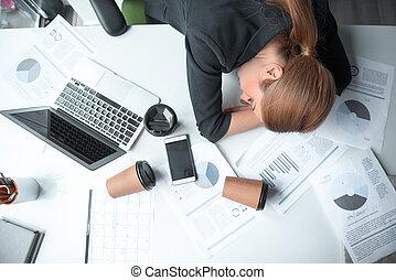 poważny, zmęczony, kobieta interesu, spanie, na, stół
