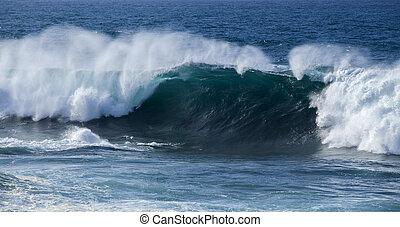 ocean waves breaking - powerful ocean waves breaking,...