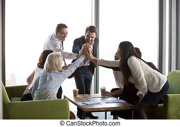 powodzenie, udzielanie, h, praca, businesspeople, świętując, multi-ethnic