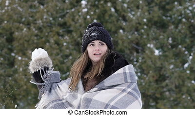 powolny ruch, park., snowballs, dziewczyna, interpretacja, szczęśliwy