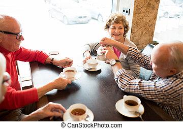 pozitív, tea, idősebb ember, kávéház, barátok, ivás