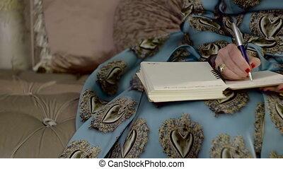pozwy, kobieta, notatnik, bogaty