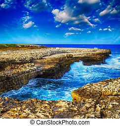 prächtig, steinen, auf, der, coastline., meerblick, mit, bunter , himmelsgewölbe