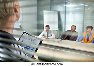 präsentieren, arbeit, ergebnisse, zu, kollegen