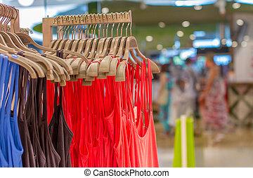 pré-estréia, cabide, camisetas, loja, penduradas