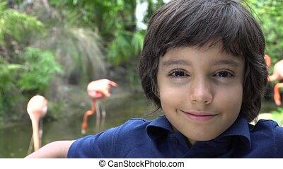 préadolescent, garçon, sourire, hispanique, zoo