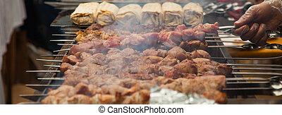 G ant cuisine ext rieure grillade porc quoique grille for Cuisinier kebab