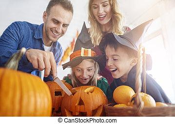 préparation, pendant, halloween, famille