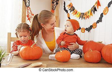 préparer, famille, halloween, potirons, décorer, mère, maison, enfants, heureux