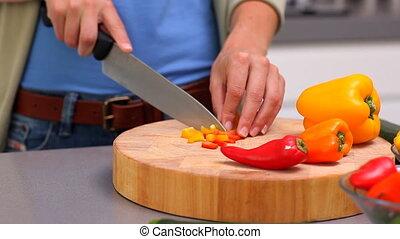 préparer, femme, poivres