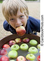 prépolissage, garçon, jeune, pommes