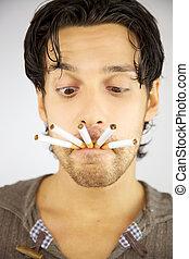 prêt, sien, beaucoup, cigarettes, bouche, fumée, intoxiqué, homme, beau
