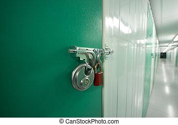 próprio, armazenamento, porta, com, 2, padlocks