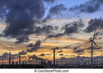 průmyslový městská silueta, v, soumrak