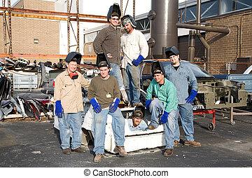 pracownicy fabryki