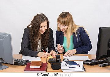 pracownicy, od, biuro, zabawa, pisanie, coś, na, papier, dla, notatki