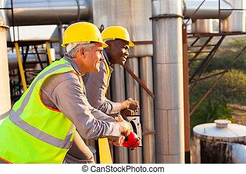 pracownicy, przemysłowy, bezpieczeństwo przybory