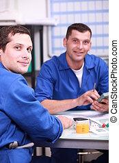 pracownicy, przemysłowy, dyskutując
