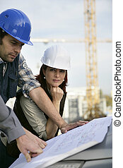 pracownicy, umieszczenie zbudowania