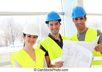 pracownicy zbudowania, przeglądnięcie, budowa plan