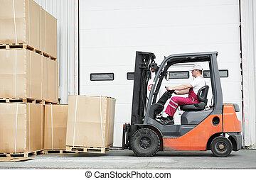 pracownik, kierowca, na, magazyn, podnośnik widłowy, ładowacz, fabryka